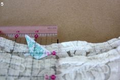 We often hear that new sewists are intimidated by drawing their own patterns, so we were thrilled to see Katy from Sweet Verbana made a fantastically easy Make Your Own Pattern Tutorial that everyo… Sewing Lessons, Sewing Hacks, Sewing Tutorials, Sewing Ideas, Cheap Hobbies, Hobbies That Make Money, Simple Blouse Pattern, Hobby Kits, Reverse Applique