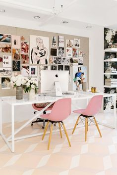 If you are one who works at home or remotely, then the presence of home office alias work space at home is a need worthy to consider. By having your own work space in your home, then you will feel … Cores Home Office, Home Office Colors, Pink Office, Home Office Design, Home Office Decor, House Design, Home Decor, Office Designs, Creative Office Decor