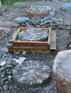 DIY Walkways - Pebble Mosaic Stepping Stone - Do It Yourself Walkway Ideas for Paths to The Front Door and Backyard - Cheap and Easy Pavers and Concrete Path and Stepping Stones - Wood and Edging, Lig Stepping Stone Pathway, Concrete Stepping Stones, Concrete Patio, Stone Walkways, Gravel Patio, Stamped Concrete, Stepping Stones For Garden, Patio Edging, Decorative Stepping Stones