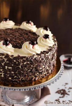 Schwarzwälder kirschtorte o Torta Foresta nera: quando il cioccolato incontra la panna e le amarene  !   #schwarzwald #torte #foresta #nera #torta #cake #cioccolato #panna #amarene