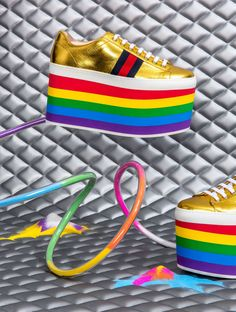 Gucci, gökkuşağını ayağınıza getiriyor. Detaylar bio'muzdaki linkte #gucci #sneakers #guccipeggy #platformsneakers #rainbow https://www.mosmoda.com.tr/product/gucci-peggy-rainbow-platform-sneakers-low-top-platform-sneakers-olw30141