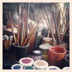 Les pinceaux d'Anne Defaucher. Photo Raphaële Kriegel www.photographe-tableau-paris.com
