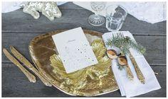 Tisch- und Menükarte als Klappkarte. Die Namen der Gäste sind personalisierbar. Fotografiert von Patricia Hau mit der Hochzeitspapeterie von www.carte-royale.com