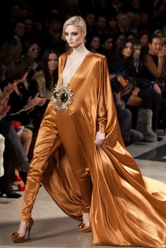 Stephane Rolland – Haute Couture Week – S/S 2011 Fashion Moda, Fashion Week, Runway Fashion, High Fashion, Fashion Show, Womens Fashion, Fashion Design, Fashion Outfits, Fashion Ideas