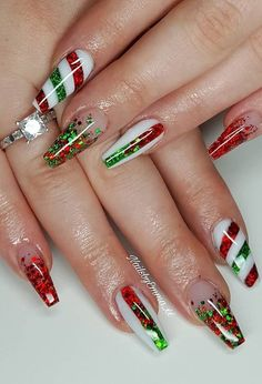 25 Bright and Awesome CHRISTMAS NAILS Art Design and Polish Ideas for 2019 Part christmas nails; christmas nails gel - MY World Polish Holidays, Polish Christmas, Cute Christmas Nails, Christmas Manicure, Christmas Nail Art Designs, Holiday Nails, Christmas Design, Cute Halloween Nails, Christmas Ideas