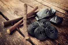 Black licorice is a popular candy, especially among adults. But eating too much of it could cause heart arrhythmia, the FDA warns. Home Remedies For Psoriasis, Natural Home Remedies, Digestion Difficile, Increase Testosterone Levels, Boost Testosterone, Brown Spots On Skin, Dark Spots, Hair Loss, Alcohol