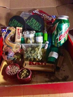 How ya feel bout this? Cute Boyfriend Gifts, Boyfriend Gift Basket, Diy Birthday, Birthday Gifts, Weed Box, Glass Pipes And Bongs, Gift Baskets For Him, Stoner Gifts, Birthday Gift Baskets