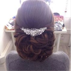 Everything has to be just right on your wedding day and, even though a lot revolves around your bridal gown, great importance is also offered to your hair. #weddingdayhair