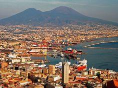 #Viajar a #Nápoles #Italia es un plan ideal de #descanso y #vacaciones. Un #viaje encantador y sorprendente para cualquier turista con ganas de viajar. Consigue vuelos baratos con #Despegar #trip #travel #blogdeviajes #preciosdevuelos #ofertas