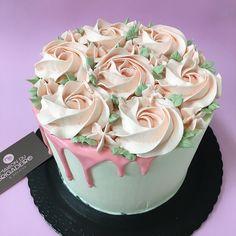 Bolo dia das Mães - Drip Cake - Flores
