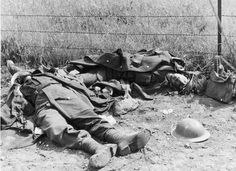 Killed British soldiers in Greece. April Pin by Paolo Marzioli British Soldier, British Army, Invasion Of Poland, Ww2 Pictures, Modern Warfare, D Day, World War Two, Back In The Day, Italy