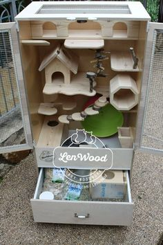 Wooden chinchilla cage by Lenwood - Stofftiere Hamsters, Chinchillas, Hamster Toys, Hamster Cages, Pet Rats, Gerbil, Cage Chinchilla, Chinchilla Care, Diy Guinea Pig Cage