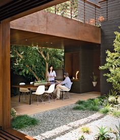 A house designed to be part of the landscape is at home among the trees in Venice, California. The residents often dine on the patio off the kitchen, warmed by a fireplace from Spark Modern Fires. Photo by Coral von Zumwalt. Courtesy of: Coral von Zumwalt