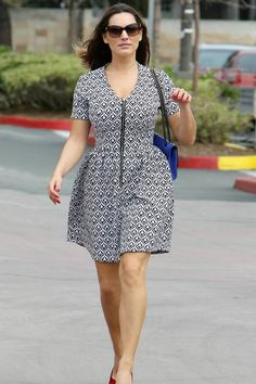 Style Tips For Big Busted Women : There is a special set of style rules that all busty girls should know. Read here the Styling tips for women with big busts. Curvy Fashion, Plus Size Fashion, Fashion Fall, Fashion Women, Dresses For Big Bust, African Fashion Ankara, Ankara Skirt, Bustier Dress, Ankara Styles