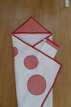 Sortie de bain pour bébé, éponge rouge à pois blancs, gant et bavoir assortis