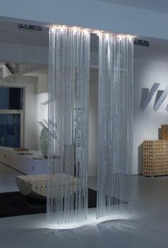 Cascade de lumière par les Artisans du Lustre www.i-lustres.com #lustre #lustres #lustredesign #chandelier #designchandelier #deco #decoration #artisansdulustre