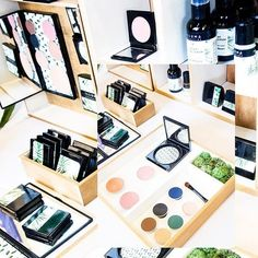 I hadso much fun with @foundermade at the #CDS2017 this year. It was my first time at the show and I was overwhelmed by so many passionate working upcoming brands in the business. One that really stuck out was @illumabeauty.🌿✨ A small independently owned non-toxic beauty brand based out of Orlando, Florida, was created by beauty and skin expert, Amanda Cara; a mom who's busy lifestyle and love for wellness, drove her to create a brand that was simple but effective without the use of…