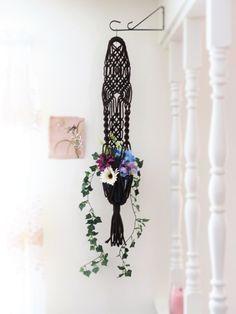 """Macramé plante hanger, 34"""", BROWN, accrochant le panier de planteur, manique, grêle, hippie, tribal, cadeau, moderne, mariage intérieur, extérieur, à la main par MainlyMacrame sur Etsy https://www.etsy.com/fr/listing/264546905/macrame-plante-hanger-34-brown"""