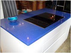 This island is wonderfully designed with a very modern attractive blue mirror fleck engineered stone worktop. The units are in a high gloss white which house ample storage and a pull out waste bin. £3750