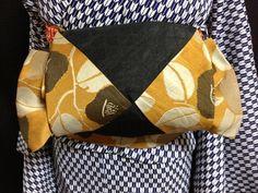 カジュアルなお出かけにおススメ!半幅帯の結び方のバリエーションやアレンジをご紹介します。浴衣はもちろん、ウールから小紋までふだんのお出かけに、季節を問わずつかえる半幅帯。可愛く結んで目立っちゃいましょう! Japanese Yukata, Japanese Outfits, Japanese Fashion, Asian Fashion, Yukata Kimono, Kimono Fabric, Modern Kimono, Kimono Design, Japan Outfit