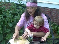 Comfrey leaf oil - learn how to prepare herbal oils with herbalist Susun Weed