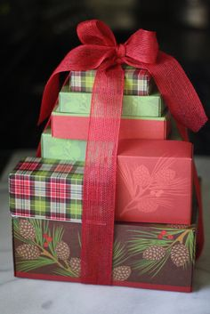 Harry and David Holiday Tower of Treats GIVEAWAY! from @Wendy Felts Hondroulis / Wenderly