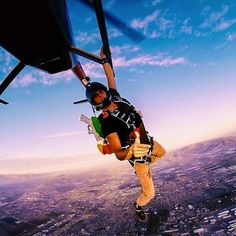 Adventurer Jay is also the subject of photos when he is taking part in extreme sports such as parachuting Go For It, Let It Be, Jay Alvarrez, Trump You, Before I Die, Travel News, Extreme Sports, Travel Couple, Illustration