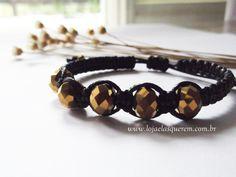 Pulseira com cristais dourados.   www.lojaelasquerem.com.br