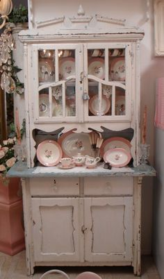The lines on this hutch is so pretty*