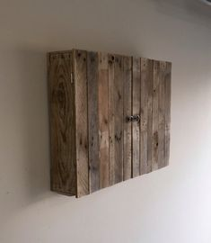 Wall-mounted Pallet TV Cabinet by PalletGurus on Etsy Outdoor Tv Box, Outdoor Tv Cabinet, Wooden Pallet Wall, Pallet Tv, Diy Tv Wall Mount, Wall Mounted Tv, Deco Tv, Tv Wall Cabinets, Decoration