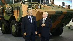 Defesa. Ministro Raul Jungman (E) ao lado do presidente Michel Temer em evento no Rio. Foto: Wilton Junior/Estadão/4/04/2017