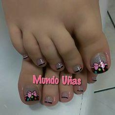 Uñas Pedicure Designs, Pedicure Nail Art, Toe Nail Designs, Toe Nail Art, Pretty Toe Nails, Cute Toe Nails, Toenail Polish Designs, Feet Nail Design, Cute Pedicures