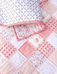 Such a sweet baby quilt! Between Amy Sinbaldi and Alisse Courter, I was in some kind of incredible Fabric Heaven in the making of this quilt. I had fallen in love a while ago with Alisse Courter's Magnolia line of f… Diy Quilt, Colchas Quilt, Patch Quilt, Easy Quilts, Quilt Blocks, Children's Quilts, Pink Quilts, Scraps Quilt, Star Quilts