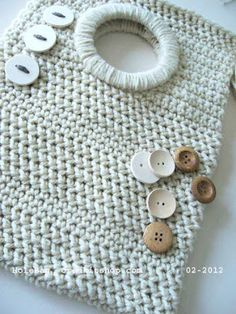 Hole bag {Italian design and idea, the kit to make this fabulous and unique crocheted bag from Creakit, made in Abruzzo wool}