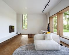 Look inside: Minimalist home in nature Houses Architecture, Interior Architecture, Home Living Room, Living Spaces, Interior Styling, Interior Design, Interior Exterior, Minimalist Home, Minimalist Interior