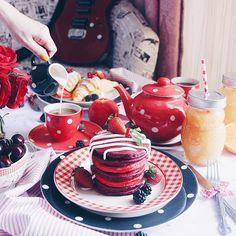 1,160 отметок «Нравится», 85 комментариев — Hedi Gh (@h.rebel) в Instagram: «Red velvet pancakes with cream cheese glaze for breakfast! Wishing ya'll a happy Friday!»