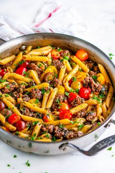 One Pot Sausage Spinach Pasta - Easy skillet pasta dinner done in just one pot and in less than 30 minutes with sausages, spinach, tomatoes, and parmesan. Spinach Pasta Recipes, Sausage Pasta Recipes, Sausage Pasta Sauce, Italian Sausage Pasta, Pasta Facil, One Pot Meals, Pasta Dishes, Food And Drink, Dinner Recipes