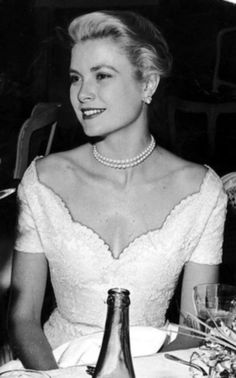 Grace Kelly - After became Princess Grace of Monaco Grace Kelly Mode, Grace Kelly Style, Timeless Beauty, Classic Beauty, Vintage Hollywood, Classic Hollywood, Princesa Grace Kelly, Patricia Kelly, Royalty