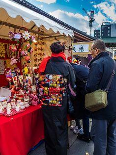Asakusa Toshi no Ichi 11/11 The seller in this stall is always wearing some spectacular obi sash with her kimono! #Asakusa, #Toshi, #Ichi, #obi, #kimono December 17, 2014 © Grigoris A. Miliaresis