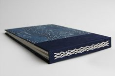 beautiful example of woven chain binding @ bathtubdreamer | instructions found in keith smith's non-adhesive binding, vol. 2: 1- 2- & 3-section sewings