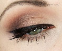 Affordable makeup palettes are great for everyday, but how about one we can use for special occasions, too....pretty hard to find, right? Check out this stunning look by #StorybyFerrou created using just one palette, at an amazing price tag! Visit site to reveal! #bblogger #beauty #makeup #eye #howto #tutorial #glam