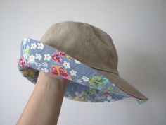 Pattern summer hat to use - Fabric Crafts Sewing Kids Clothes, Clothes Crafts, Sewing For Kids, Sewing Patterns Free, Sewing Tutorials, Sewing Projects, Free Tutorials, Love Sewing, Baby Sewing