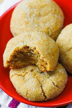 These easy peanut butter cookies have an amazing brownie-like texture: both chewy and soft. The peanut butter flavor is perfectly balanced without being overpowering. These are truly the best peanut butter cookies I've ever tried! Baking Recipes, Cookie Recipes, Dessert Recipes, Delicious Desserts, Yummy Food, Yummy Yummy, Delish, Best Peanut Butter Cookies, Yummy Cookies
