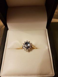 Ceylon sapphire and diamond ring, 18ct gold. (Size P.)