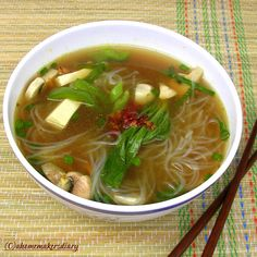 A Homemaker's Diary: Vegetable Clear soup with rice vermicelli Chinese Vegetable Soup, Chinese Vegetables, Vegetable Soup Recipes, Vegetarian Recipes, Vermicelli Recipes, Rice Vermicelli, Indian Food Recipes, Asian Recipes, Ethnic Recipes