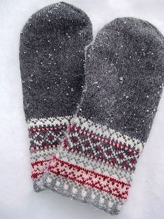 Ravelry: keredding's Meida's Mittens in the book Folk Knitting in Estonia Knitting Charts, Loom Knitting, Knitting Socks, Hand Knitting, Knitting Patterns, Knitted Mittens Pattern, Crochet Mittens, Knitted Gloves, Knit Crochet