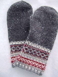 Ravelry: keredding's Meida's Mittens in the book Folk Knitting in Estonia Knitted Mittens Pattern, Crochet Mittens, Knitted Gloves, Knit Crochet, Knitting Charts, Loom Knitting, Hand Knitting, Knitting Patterns, Fair Isles