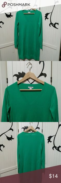 Old Navy Sweater Dress Old Navy green sweater dress. Never worn. Size Small 53% Cotton 40% Nylon 7% Viscose Nice soft material. Slightly oversized. Can be worn with belt or alone. Great for upcoming St Patty's Day! Old Navy Dresses Long Sleeve
