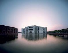 Louis Kahn au Design Museum de LondresLouis Kahn à Londres City, Science, Landscape, House, Eternal Present, Community : ce sont les six mots clés choisis pour raconter l'architecture de l'immense Louis Khan au Design Museum. Surtout ne ratez pas ça.