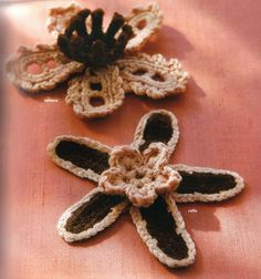 Crocheted flowers - Annie Mendoza - Álbuns da web do Picasa...free written pattern for making brooches,a bracelet or necklace!